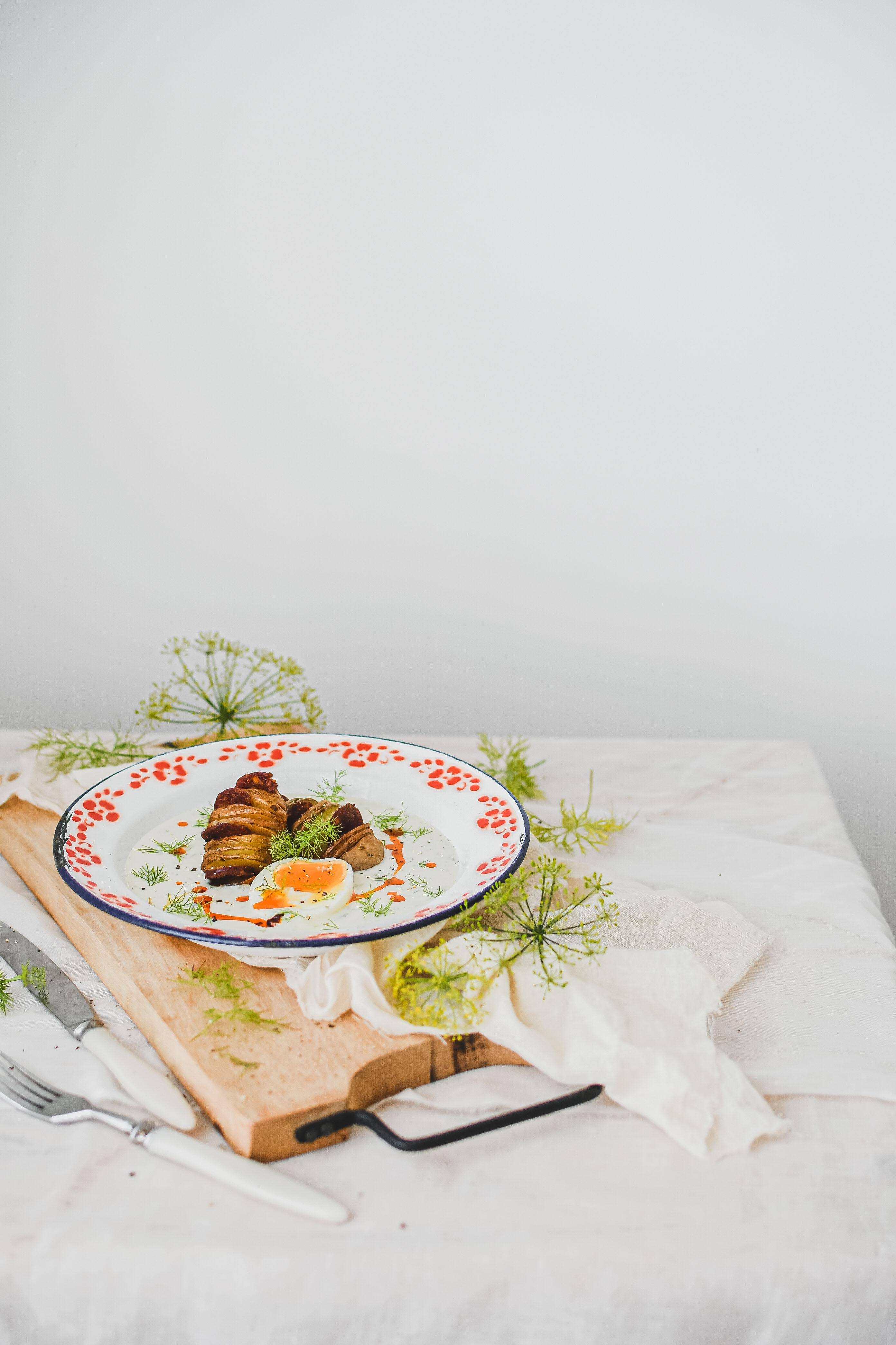 dill sauce hasselback potatoes photography kôprová omáčka
