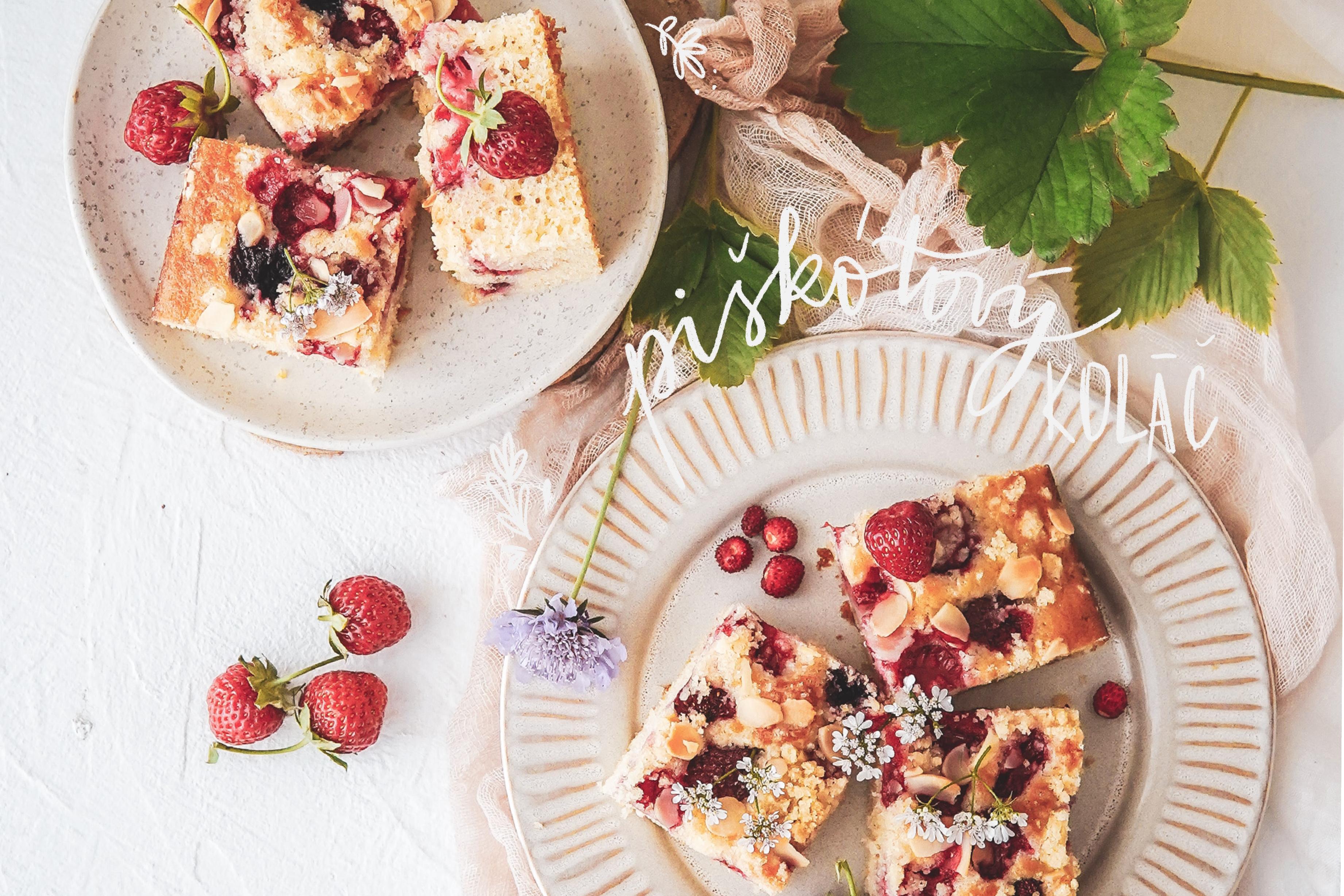 piskotovy kolac s jahodami strawberry pound cake photography